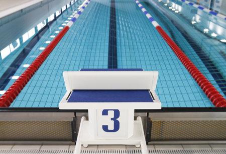 startpunt: Startblok positie nummer drie in opleiding zwembad