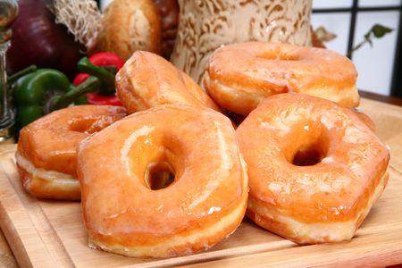 Stack of fresh baked glazed donuts in kitchen or restaurant. Imagens - 3019802