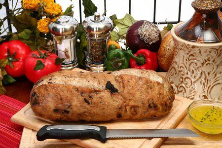 Whole olive loaf on cuttig board in kitchen. 版權商用圖片