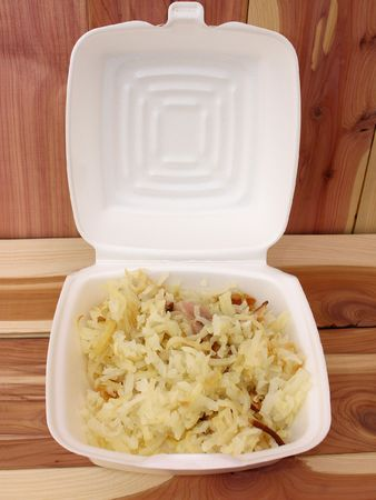 hashbrowns: White takeout box of hashbrowns with chuncks of ham and bacon. Stock Photo