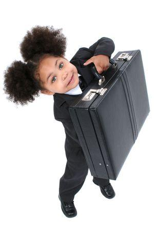 Beautiful Little Business Woman mit Aktenkoffer mit großen Hazel Augen lifting eine Aktentasche.  Standard-Bild - 4072127