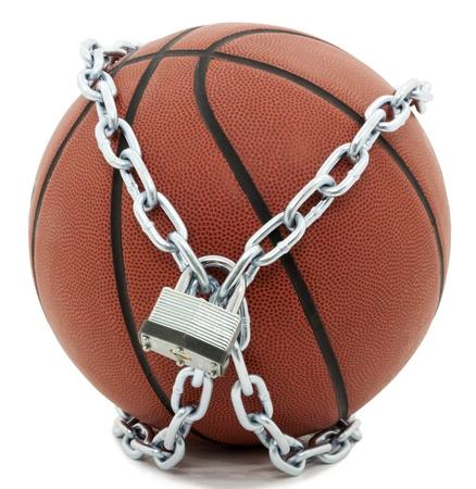 체인 연결 및 패드 잠금 장치와 함께 농구 스톡 콘텐츠