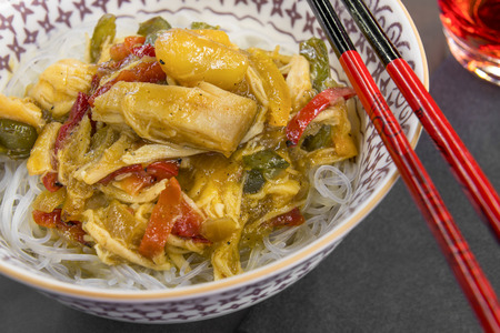 chop stick: Glass noodles served with vegetables, mango chutney and chicken