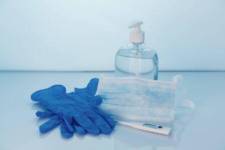 Coronavirus-Präventionsset, Handdesinfektionsgel, Schutzmaske, Handschuhe und Thermometer. COVID-19-Konzept. Gesundheitsschutz. Platz kopieren. Standard-Bild