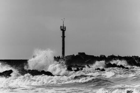Hoek van Holland, 네덜란드 근처의 해안에 침범 한 북해의 커다란 파도에 대한 인상