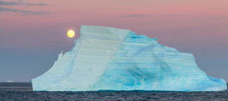 The Full Moon is rising over the iceberg filled Weddell Sea. Antarctica. Reklamní fotografie