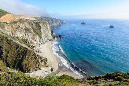 United States Highway 1 along the Californian Pacific Coast in mid summer 免版税图像 - 87591903