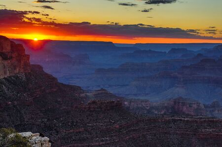 The South Rim of the Grand Canyon on an early August evening, just before sunset 스톡 콘텐츠
