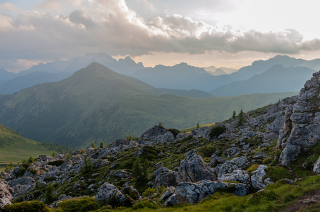 Looking down into the Valley from the Giau Pass in the Italian Dolomites at Sunset. 版權商用圖片