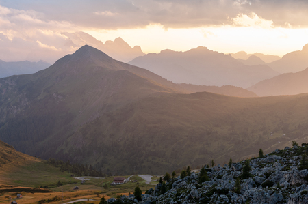 Sunset at the Passo di Giau, in the Italian Dolomites, on a late July evening. 免版税图像