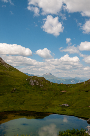 Impression of the Rugged Alpine Mountains in the Italian Dolomites on a beatiful Summers Afternoon. 版權商用圖片