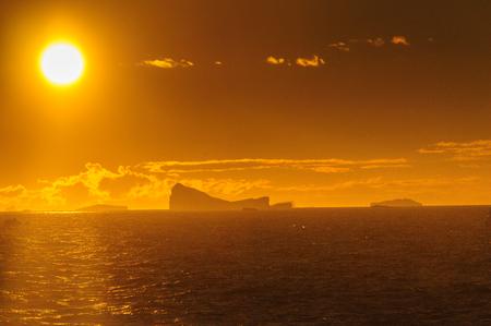 Sonnenuntergang über dem Weddellmeer