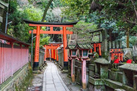 Impression of the many Torii of the Fushimi Inari Shrine in Kyoto, Japan. Фото со стока