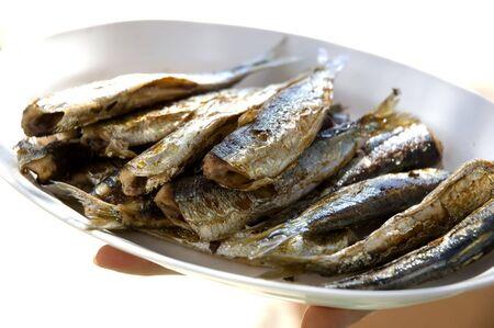 sardinas: sardinas asadas en una placa cerca disparar  Foto de archivo