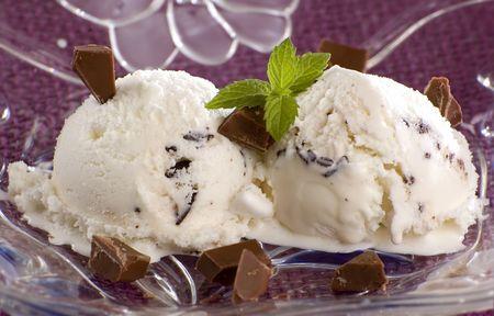 stracciatella: stracciatella ice cream with chocolate chunks close up shoot