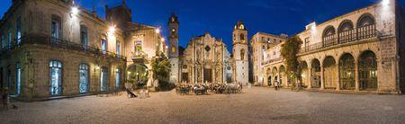 Plaza de la Catedral de La Habana vieja panorámica disparar al atardecer - Cuba