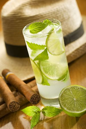 cigars: fresh mojito with cuban cigars and hat in background