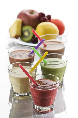 sappen: Vers gemengd fruit smoothies close-up opname