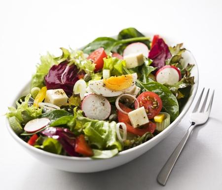 spinaci: Fresca insalata mista con uovo close up