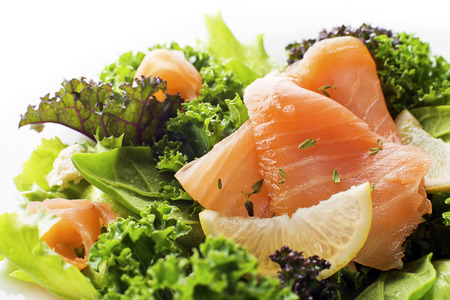 Salad - smoked salmon with vegetables Banque d'images