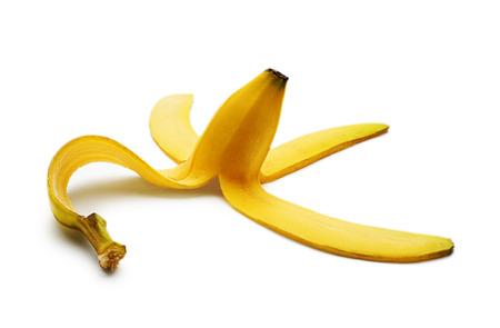 banane: Pelure de banane isol� sur fond blanc close up