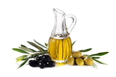 aceite oliva: Aceite de oliva y la rama de olivo aislado en blanco