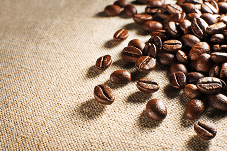 jamoke: Coffee beans on the basis of goods close up