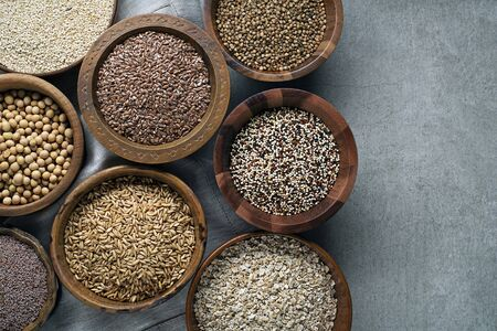 Various of healthy seeds and cereals - sesame, flax seed, chia seeds, soybean, buckwheat, psyllium, wheat and oats. Copy space. Foto de archivo - 129831861