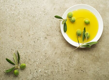 Healthy olive oil with olives ingredients close up. Healthy concept Foto de archivo - 131393839