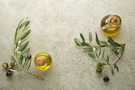 Healthy olive oil bottle with fresh olives ingredients close up. Healthy concept Zdjęcie Seryjne