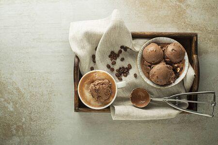 Served fresh Coffee with ice cream. Chocolate Ice Cream scoops decorated with chocolate Zdjęcie Seryjne