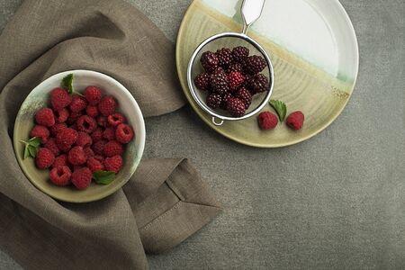 Raspberries and black raspberry close up. Healthy food with fresh berry fruit. Zdjęcie Seryjne