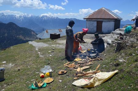 dhoti: Men preparing halwa poori(puri) outdoors on hillside during tonsure(mundan) ceremony at Shrai Koti Mata temple, Shimla, Himachal Pradesh, India, Asia.