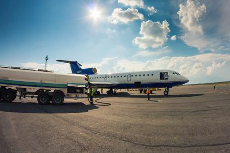 Наземное обслуживание самолета в небольшой аэропорт
