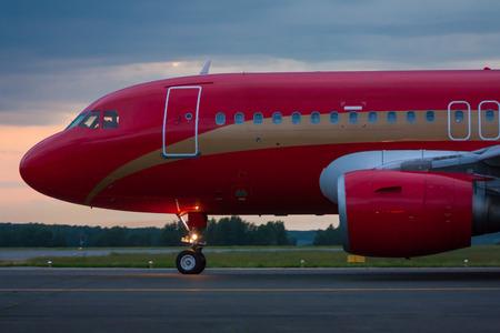 Руление самолет рано утром
