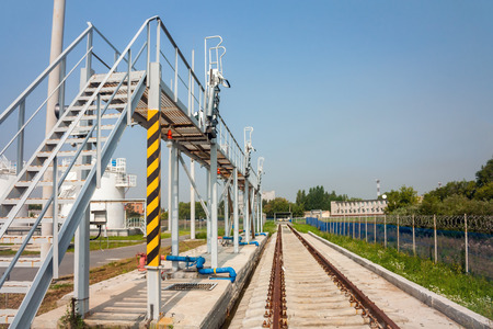 Железнодорожная платформа заправщика в аэропорту
