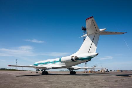 Узкофюзеляжных воздушных судов на перроне аэропорта