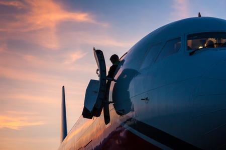 Подготовка экипажа на утренний рейс Фото со стока - 66942524