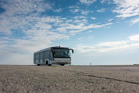 Аэропорт автобус на перроне