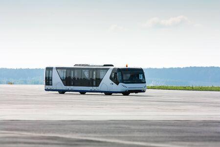 Аэропорт автобус на рулежной дорожке
