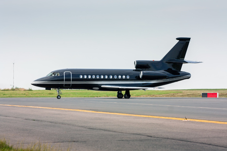 Black business jet taxiing from the runway 版權商用圖片