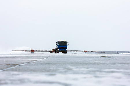 Deicing processing Runway and snow removal Фото со стока - 93939965