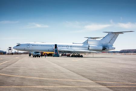 Preparation of a passenger aircraft for flight Фото со стока