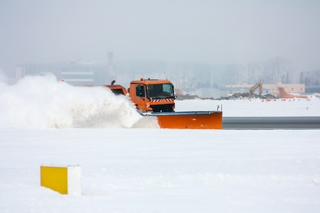 Snow-removal machine cleans the runway at the airport Фото со стока - 94895571