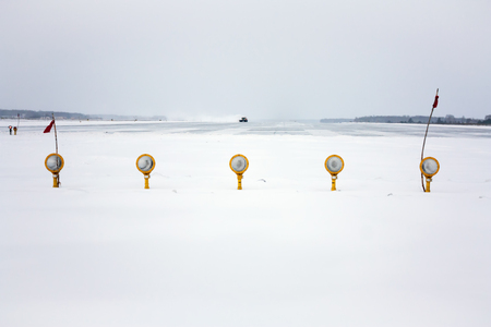Approach lights of the winter airport runway Фото со стока - 95058756