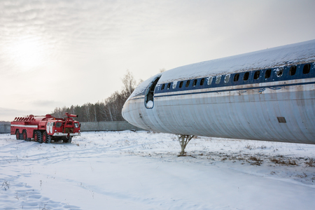 Airfield firetruck and aircraft after emergency landing in a cold winter airport Фото со стока - 95043824
