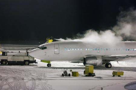 Deicing passenger aircraft at night Фото со стока - 95072852