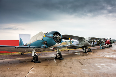Retro airplanes in the parking lot on a cloudy day Редакционное