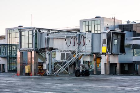 Empty jetway at the airport apron Фото со стока - 98950249