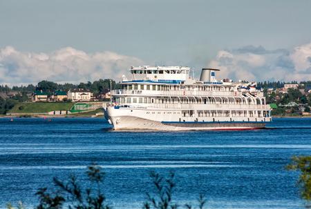 Passenger cruise ship sails on the river Фото со стока - 99089056